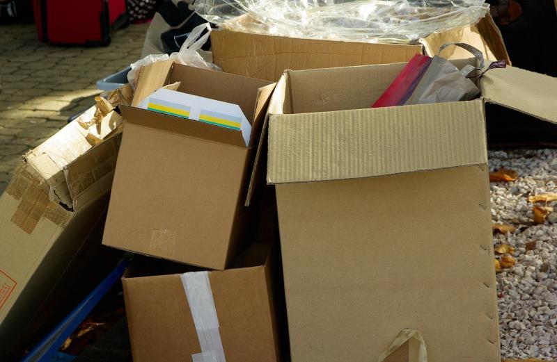 cartons-970950-1920.jpeg